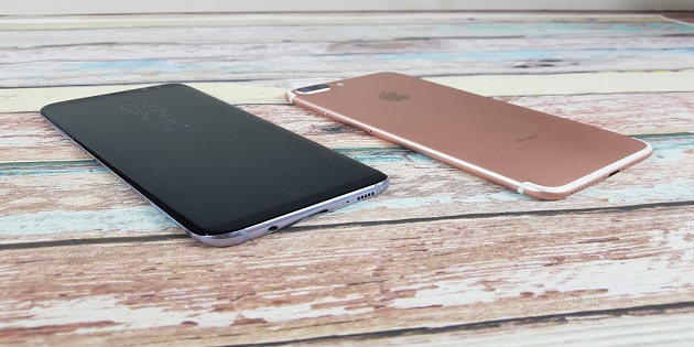 Chọn Galaxy S8 Plus 64GB hay iPhone 7 Plus 32GB